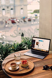 What is a Laptop Lifestyle? - working in a coffee shop
