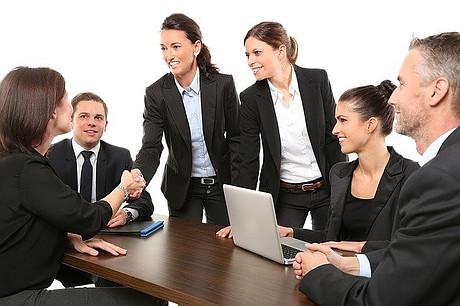 How To Become An Affiliate Marketer For Free - business partners shaking hands